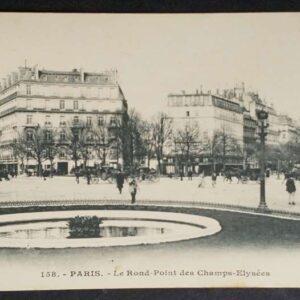 9 vroege briefkaarten (1905) in zwart-wit met voorstellingen uit Parijs